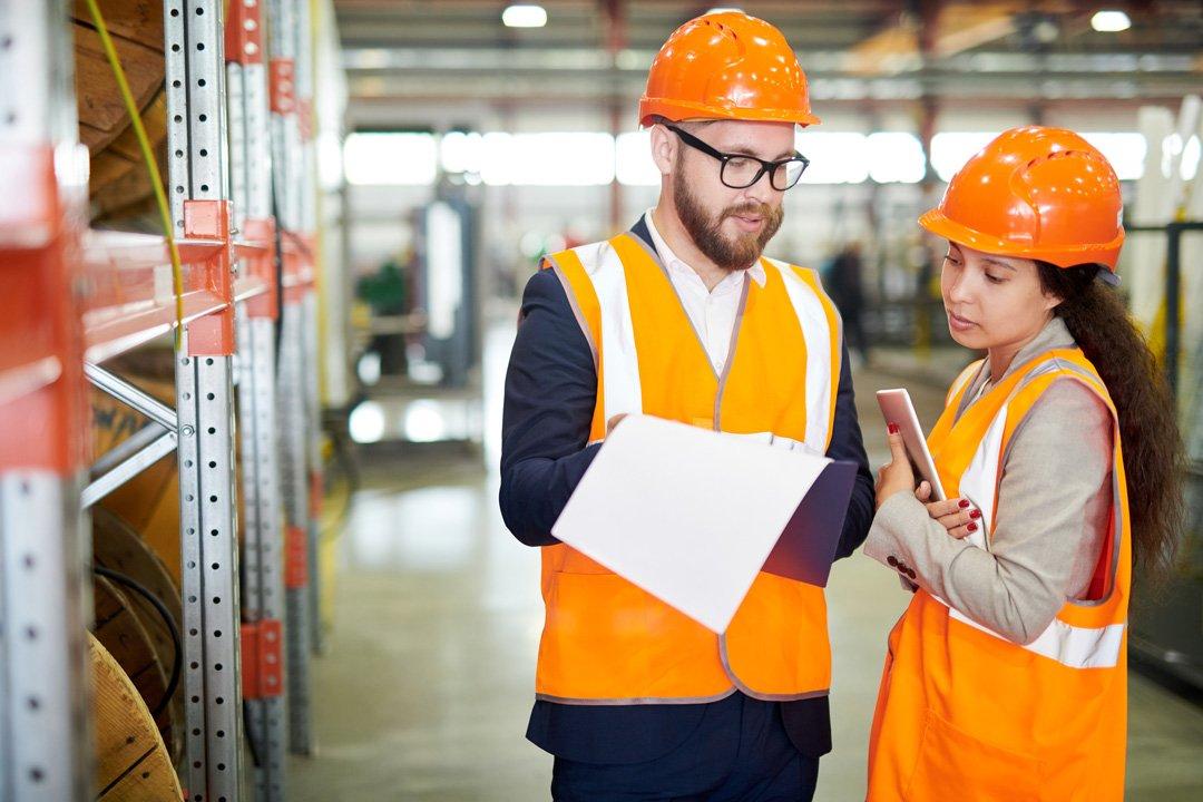 Fabriekswerknemer en werkgever